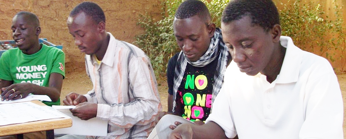 Mercy Corps MILK program participants in Niger working with Improve Group tools